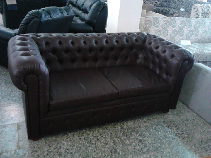 Sofa CHESTERFIELD (750€)